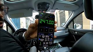 Paris'te turistlerden 247 euro isteyen korsan taksi şoförüne hapis cezası