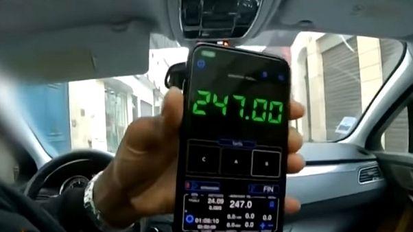 سائحان تايلانديان يوقعان بسائق أجرة مزيف احتال عليهما في باريس