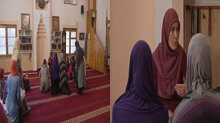 في تحد للتقاليد.. نساء كوسوفو يقبلن بشدة على المدارس الإسلامية