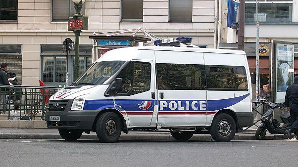 Paris'te bulunan İkinci Dünya Savaşı'na ait bombanın imhası için bölge sakinleri tahliye edildi