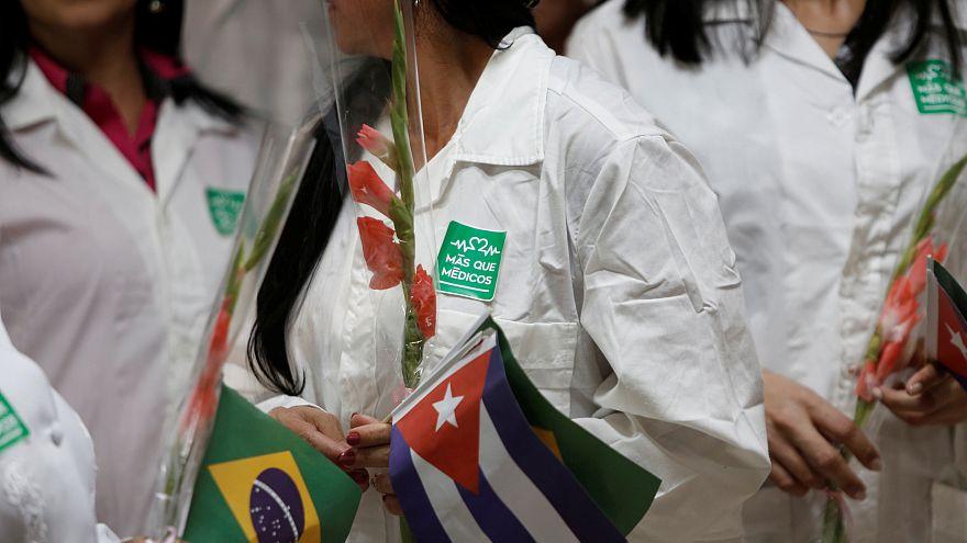 Brezilya'dan ülkelerine çağrılan 11 bin Kübalı doktorun yerine atama