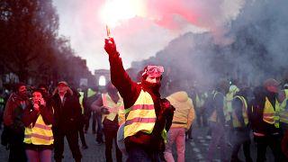 """Tränengas und Krawalle: 8.000 """"gelbe Westen"""" in Paris"""