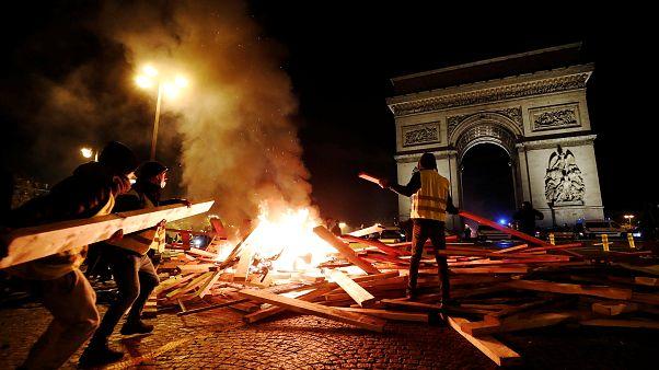 Proteste in Paris: Krawalle bis in die Nacht
