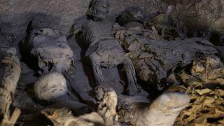 Autoridades egípcias revelam a descoberta de novos sarcófagos