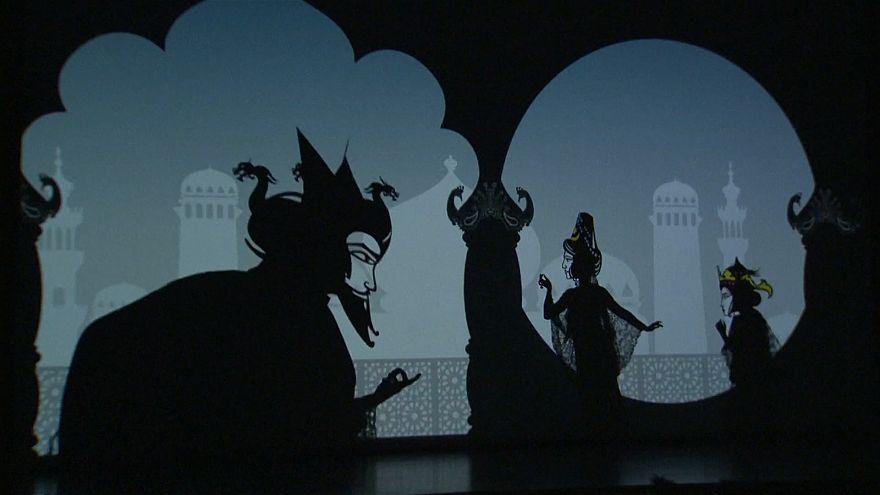 شاهد: ملحمة حب فارسية على مسرح ظل في بكين
