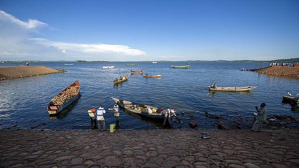 الشرطة الأوغندية : غرق عشرة أشخاص بعد انقلاب مركب في بحيرة فيكتوريا