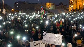 شاهد: طلاب يتظاهرون في بودابست لإبقاء جامعة أسسها سوروس