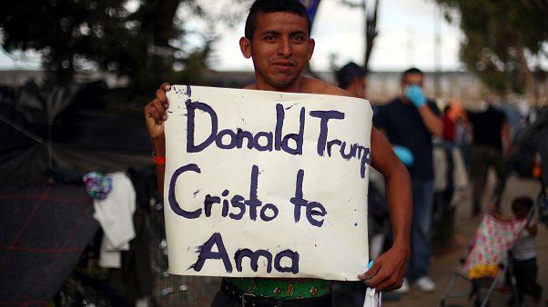 Trump'tan göçmen konvoyunu tehdit, Meksika'dan anlaşma iddiasına yalanlama