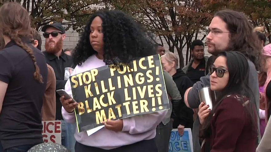 """مظاهرة في ألاباما احتجاجا على مقتل رجل أسود والشرطة تعترف أنها قتلته """"بالخطأ"""""""