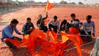 Savaş tanrısının doğum yerine tapınak yapmak isteyen Hindularla Müslümanlar arasında gerginlik