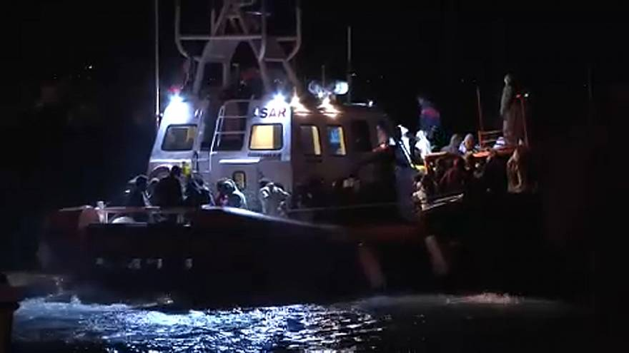 Salvini tobt: 236 Migranten nach Sizilien gebracht