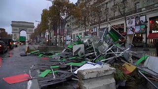 'Sarı Yelekliler'in gösterisinin ardından Şanzelize'de temizlik çalışması