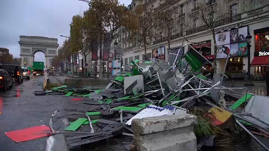 """Paris depois da passagem dos """"coletes amarelos"""""""