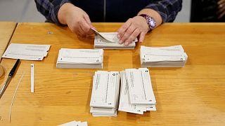 İsviçre'de inek boynuzları ve iç hukuk için yapılan referandum sonuçlandı