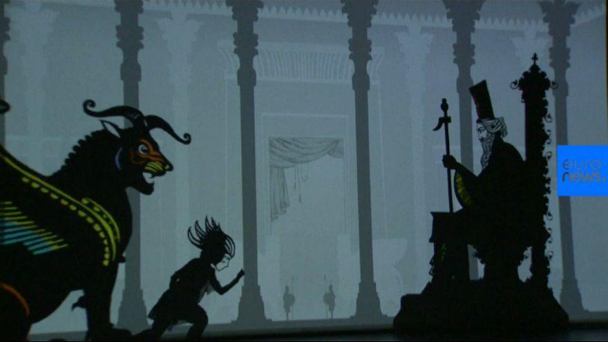 نمایش بازی با سایه «پرهای آتش» برگرفته از داستان زال و رودابه