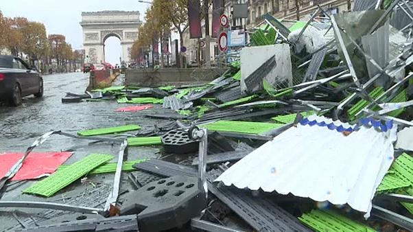 Romok maradtak a sárgamellényesek után Párizsban