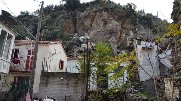 Λέσβος: Εκκενώθηκαν σπίτια στο Πλωμάρι λόγω κατολισθήσεων
