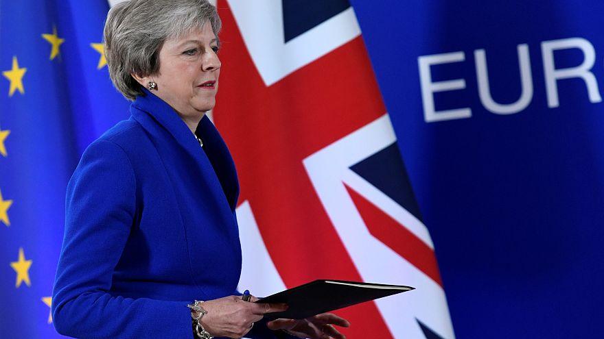 May se va de la cumbre europea entre humillación y esperanza