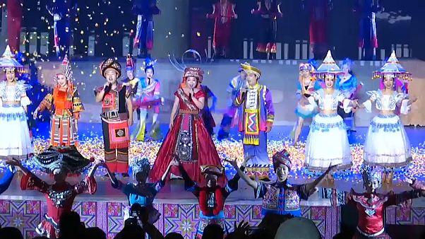 Cina, il popolo Yao riunito per il festival tradizionale di Panwang