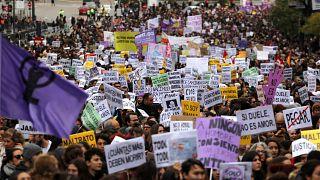 Una marea violeta inunda España contra la violencia machista