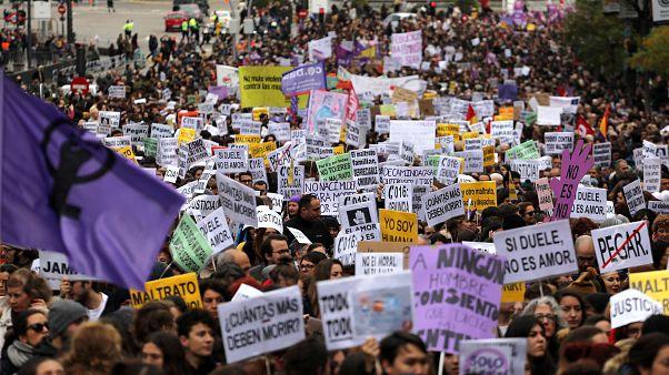 İstanbul'da Kadına Yönelik Şiddetle Mücadele yürüyüşüne polis engeli