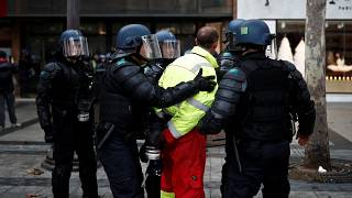 """""""Sarı Yelekliler""""in Paris gösterisinde 101 kişiye gözaltı"""