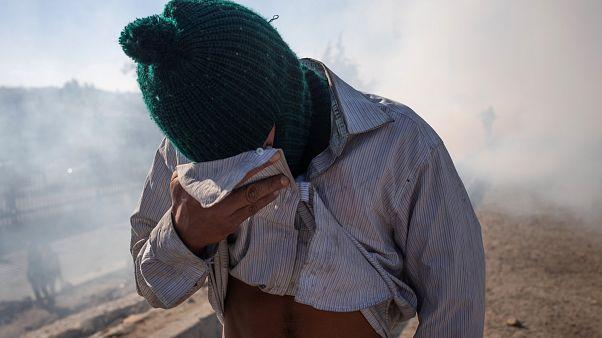 نیروهای آمریکایی در مرز مکزیک به سوی پناهجویان گاز اشکآور شلیک کردند