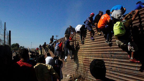 Asalto desesperado al muro con Estados Unidos