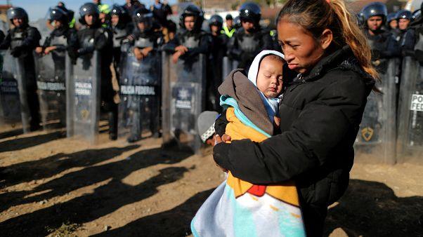 Trump yönetiminden Pentagon'a: Meksika sınırında asker sayısını arttır