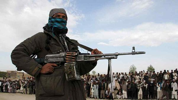 Taliban'dan pusu: En az 22 Afgan polisi hayatını kaybetti