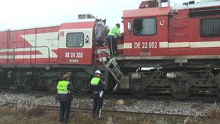 Sivas'ta yolcu treni ile yük treni çarpıştı: 15 yaralı