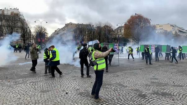 """French Finance Minister to meet retailers amid """"Yellow Vest"""" protest disruption fears."""