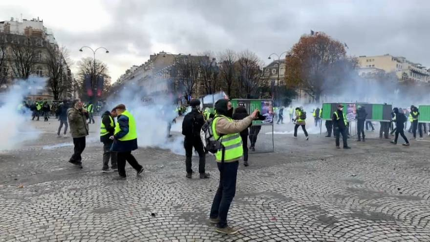 "French Finance Minister to meet retailers amid ""Yellow Vest"" protest disruption fears."