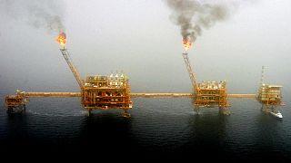 بودجه ۹۸ ایران زیر فشار نفت ارزان؛ بلاتکلیفی کسری درآمد ۴۰ هزار میلیارد تومانی