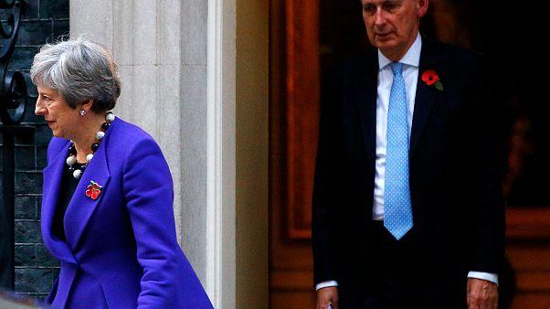 Brexit: May widerspricht Prognosen des Finanzministers Hammond