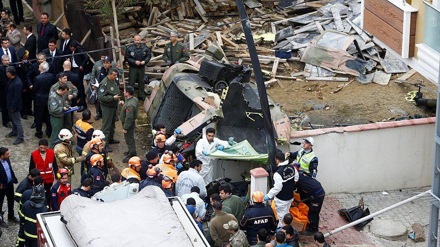 Hubschrauber stürzt auf Wohngebiet in Istanbul: 4 Tote