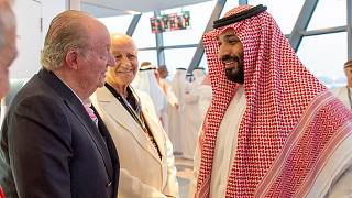 صورة محمد بن سلمان مع ملك إسبانيا السابق تغضب الصحف الإسبانية