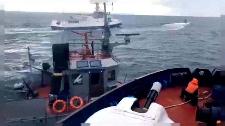 VIDEÓ – így ment neki az orosz határőrhajó az ukrán haditengerészet hajójának