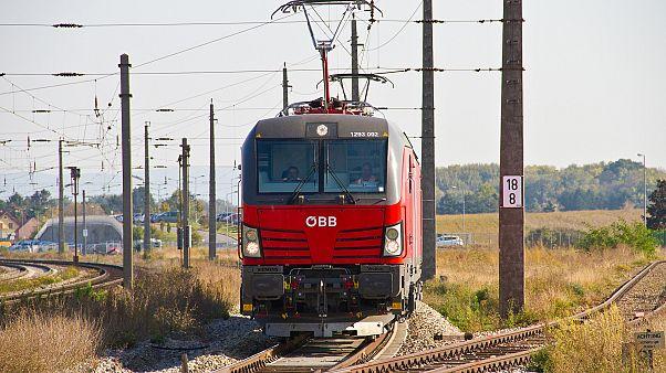 Wegen Streikankündigung im Arbeitskampf: ÖBB stellt Zugverkehr komplett ein