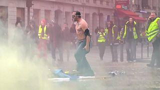 VİDEO | Fransız halkı hayat pahalılığına isyan ediyor: Sarı Yelekliler Hareketi