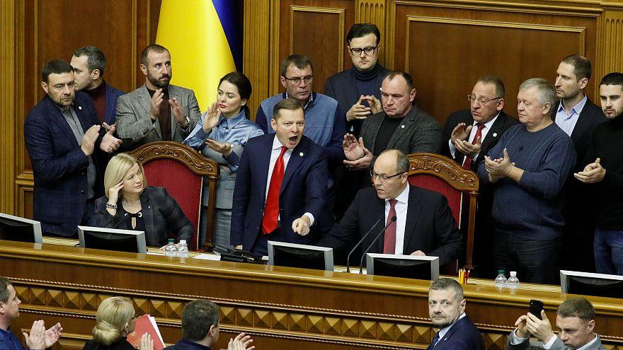 Ukrayna'da parlamentoda yapılan oylamayla sıkıyönetim ilan edildi