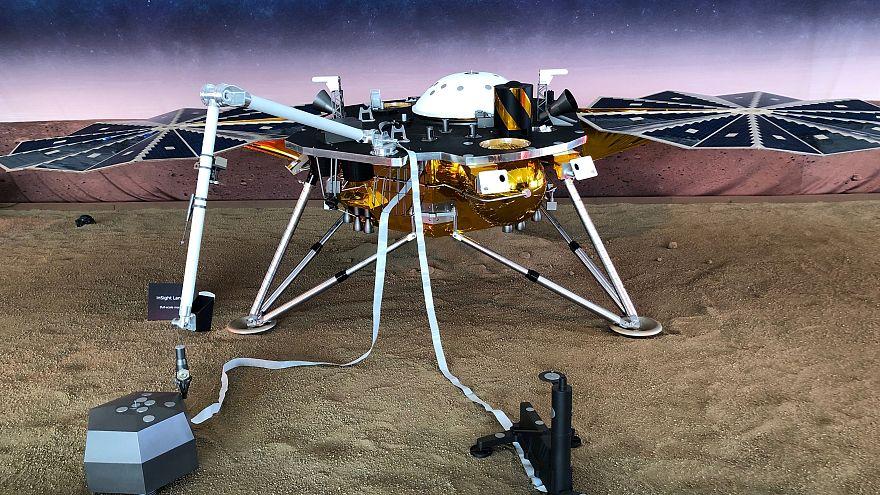 المسبار إنسايت التابع لناسا يهبط بنجاح على سطح المريخ
