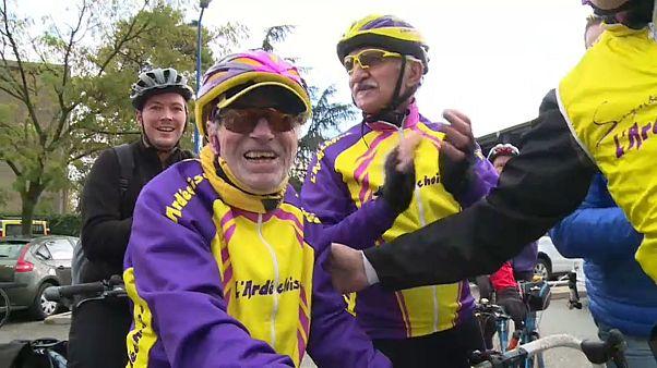 Il fête ses 107 ans en faisant une balade à vélo!