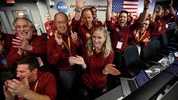 Έκρηξη χαράς έφερε η προσεδάφιση του Insight στον Άρη