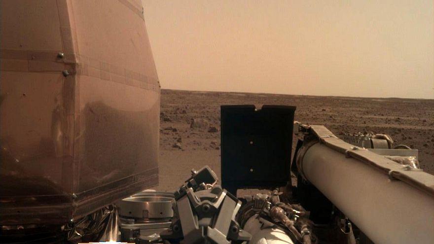 NASA'nın Mars keşif aracı InSight ilk özçekim fotoğrafını gönderdi