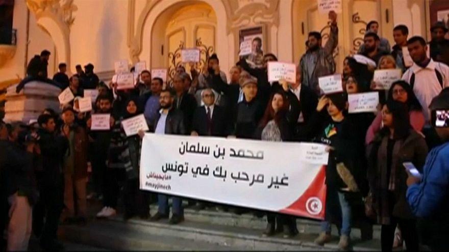 شاهد: تونسيون يعترضون على زيارة بن سلمان إلى بلادهم
