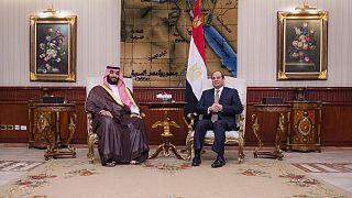 ولي العهد السعودي يصل إلى مصر ثالث محطة بجولته العربية