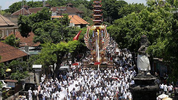 """إندونيسيا تشجع على كشف """"معتقدات دينية مضللة"""" وسط مخاوف من تقسيم المجتمع"""