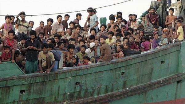 Myanmar Malezya'ya kaçan Arakanlı Müslümanların teknesine el koydu