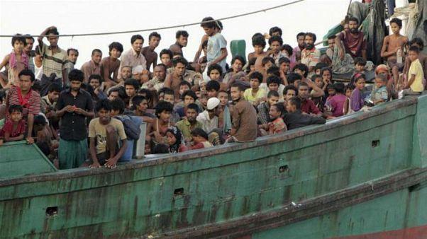 ميانمار تضبط قاربا على متنه 93 شخصا فارين إلى ماليزيا